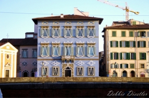 buildings-along-the-water-italy-09_0