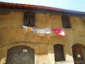 laundry-day-in-san-gimignano-italy-09