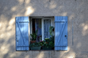 light-blue-shuttered-windows-aix-en-provence-12