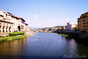 ponte-vecchio-over-the-arno-river-in-florence-italy-09