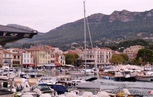 store-fronts-on-the-water-in-cassis-12