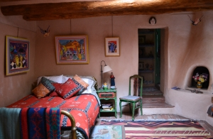 cosy-room-in-taos-10