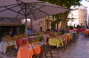 polka-dotted-patio-aix-en-provence-12