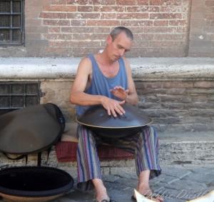 drummer-in-siena-italy-09
