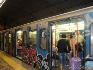grafitti-on-the-metro-in-rome-09