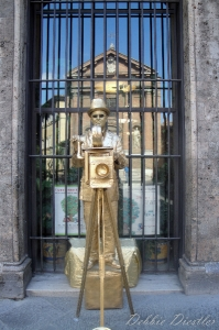 human-statue-in-siena-italy-09