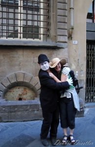 street-mime-in-lucca-italy-09
